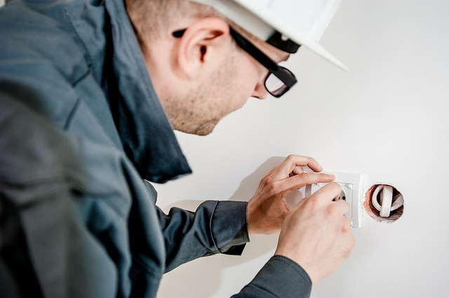 electrician providing electrical services to southern arizona residents